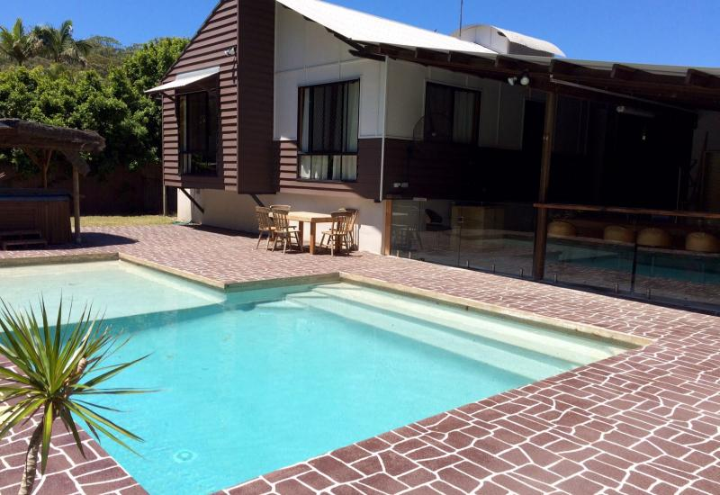 Pet Friendly in great Bush and Beach location