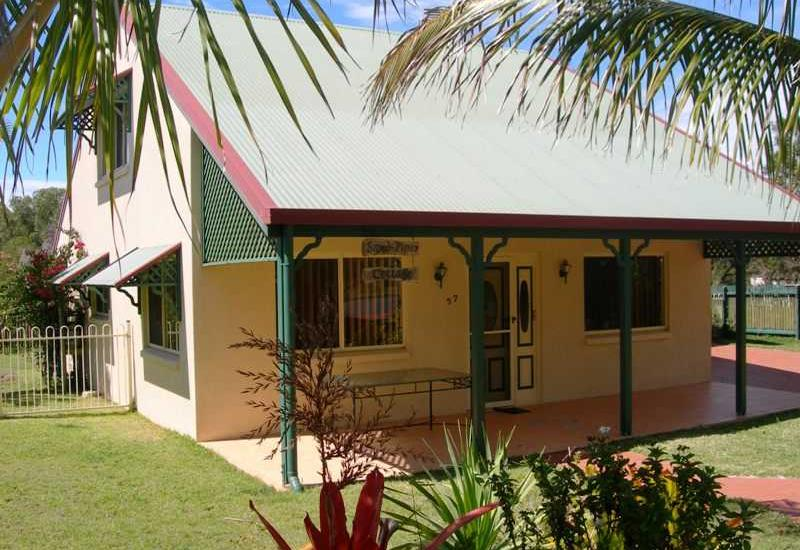 Charming and Spacious Beach House - Quiet Location