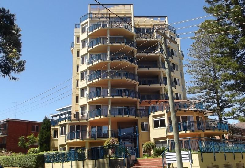 2 bedroom unfurnished unit on Main Beach
