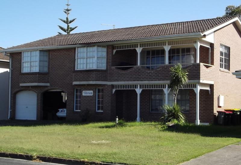 3 bedroom unfurnished property 100 metres to...
