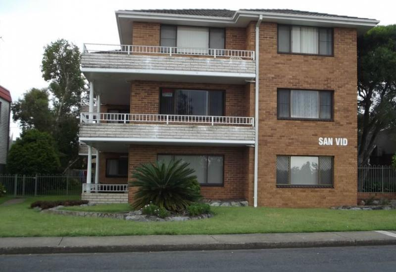 2 bedroom unfurnished unit opposite the Lake