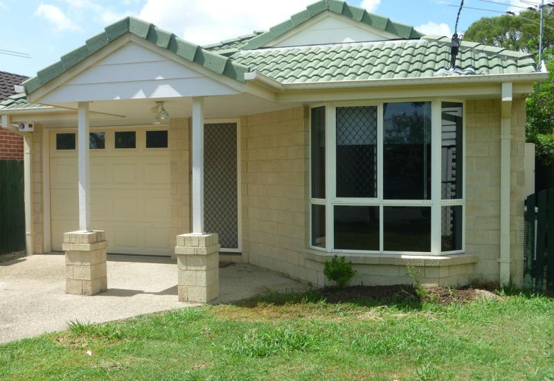 LOWSET 4 BED/2 BATH BRICK - GRACEVILLE
