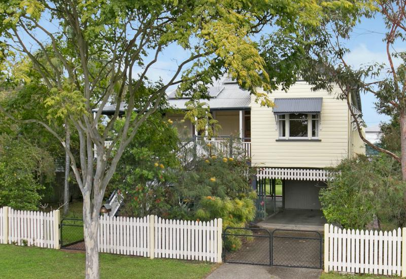 CHARMING QUEENSLANDER.GREAT LOCATION. BIG...