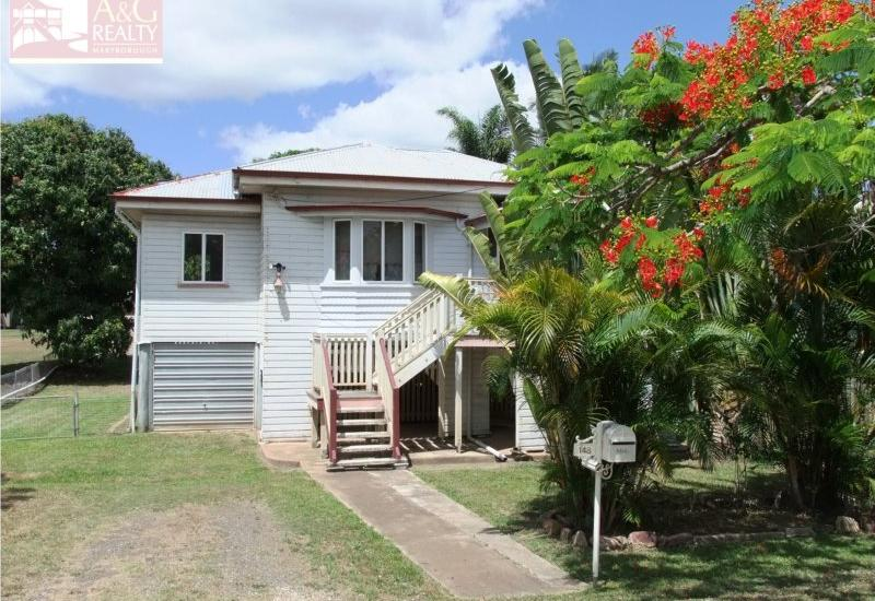 Delightful Queenslander Close To The Golf Course