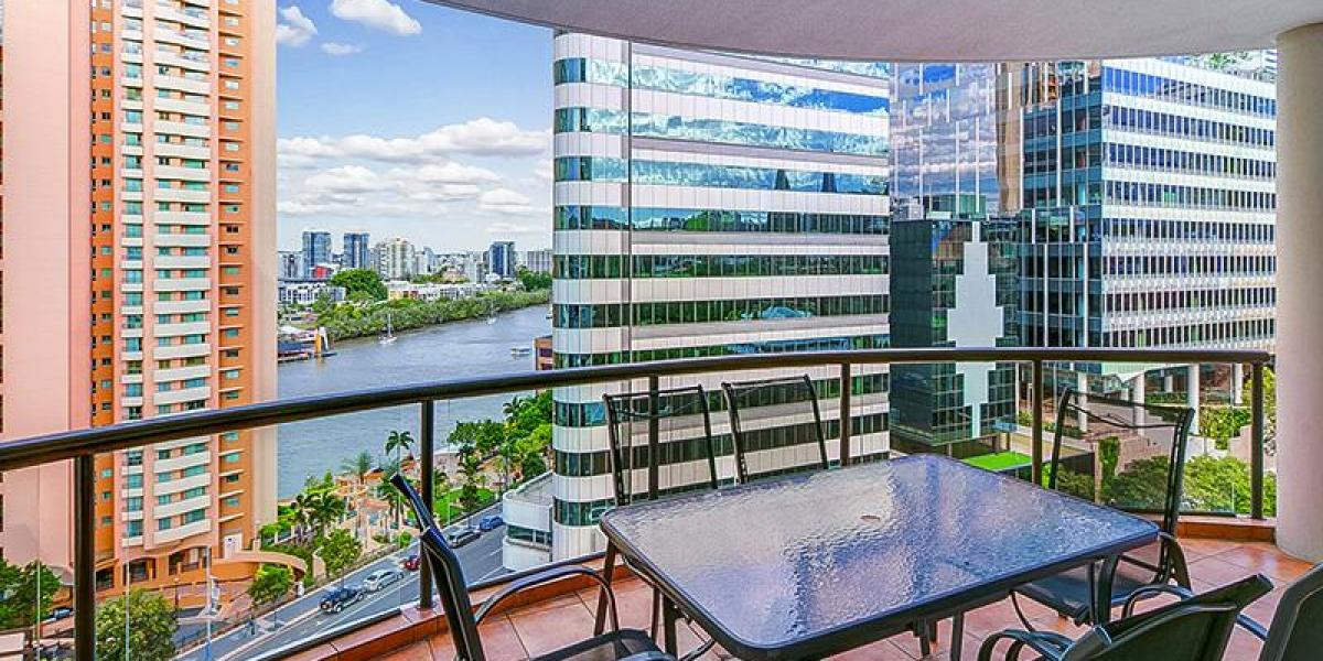 Large Riverfront 3 Bedroom Apartment with Massive Balcony