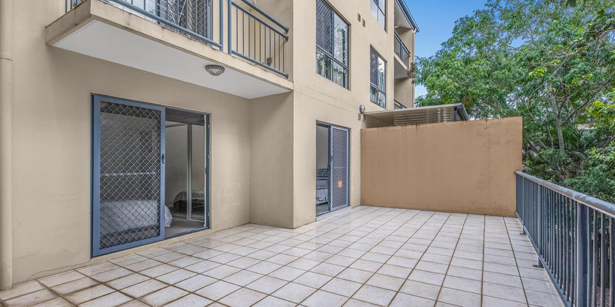 This 161m2 Expansive Ground Floor Apartment in Cosmopolitan Spring Hill