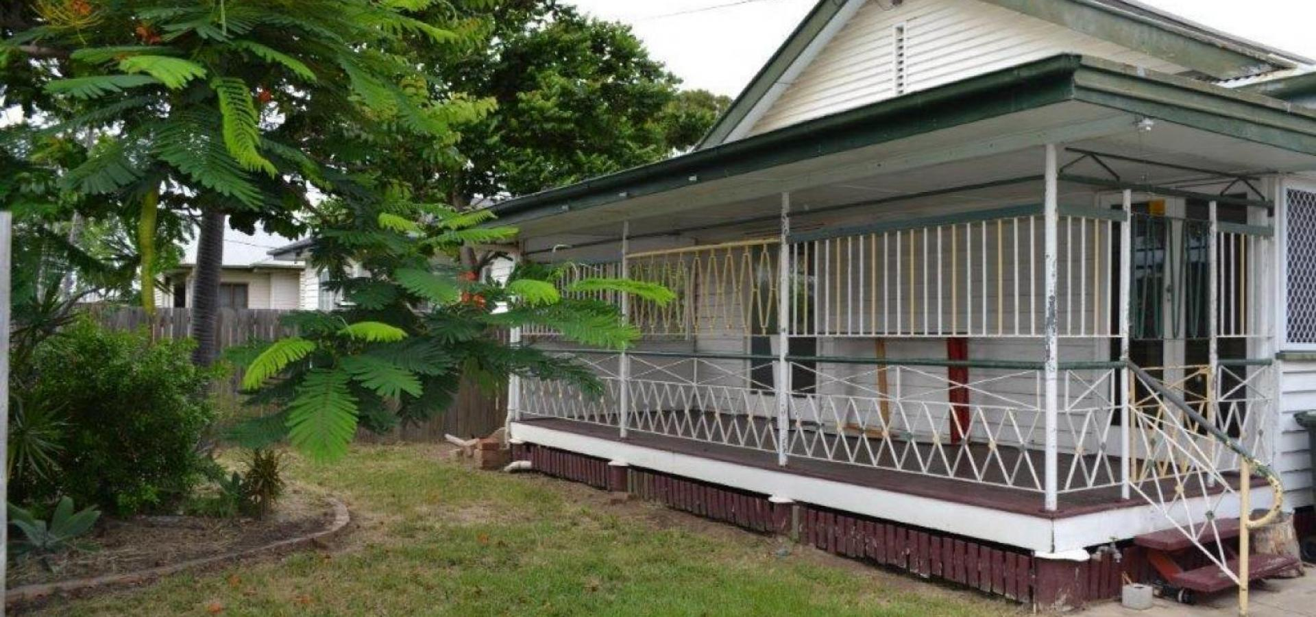 YOU DO THE MATHS !!  ONLY $195,000 AND RENTING FOR $290.00 PW