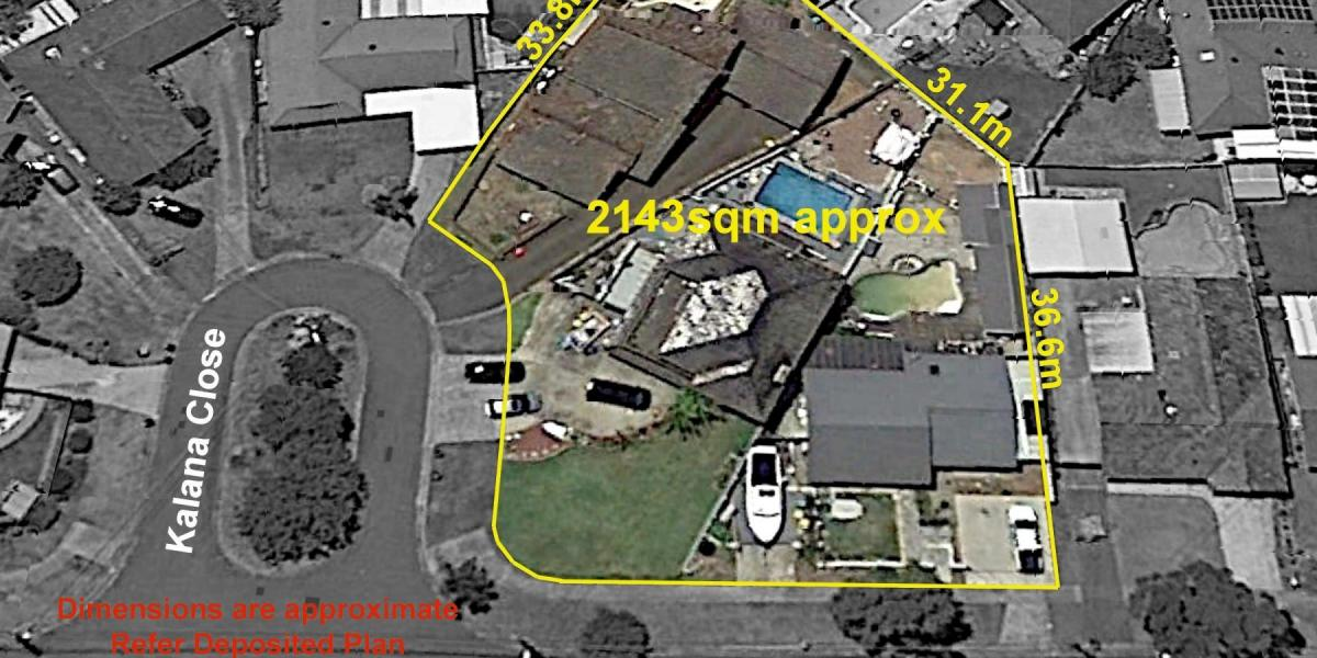 Opportunity of buying three properties in one line or just two of the three! Totaling 2,143 sq mtrs.