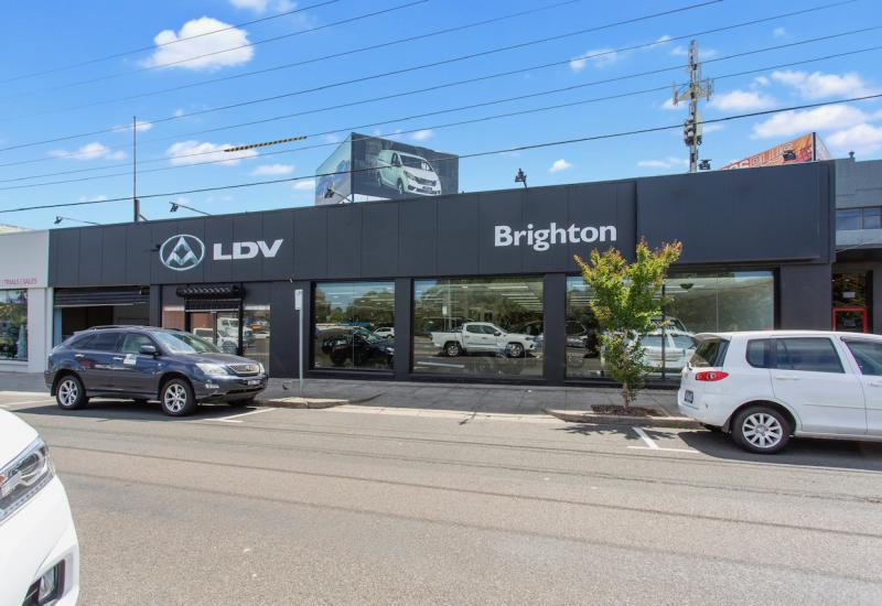 PRIME RETAIL SHOWROOM SITE READY TO MOVE STRAIGHT IN