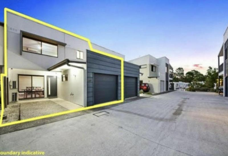 IDEALLY LOCATED - STYLISH & SPACIOUS