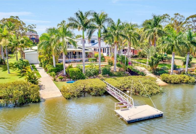 WATERFRONT MASTERPIECE - DIRECT ACCESS TO MAIN RIVER