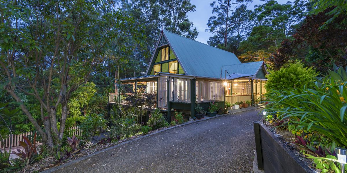 SENSATIONAL HOME CLOSE TO TOWN