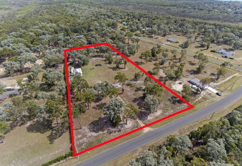 5 Acres minutes to the Beach!