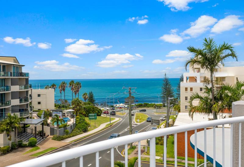 MOOLOOLABA PENTHOUSE WITH ROOFTOP