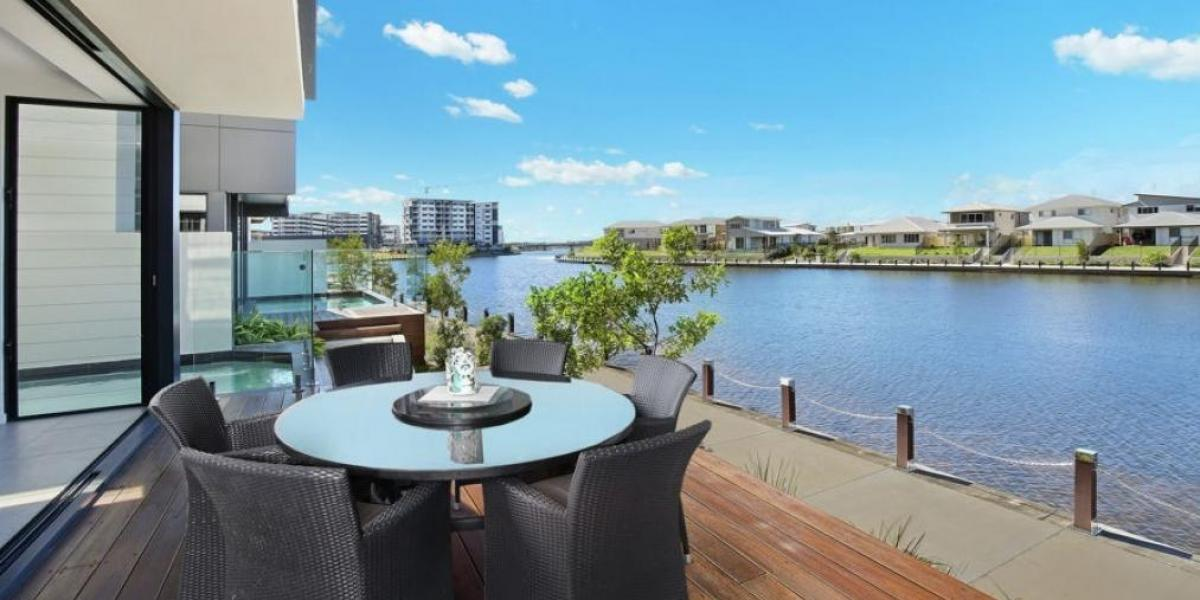 Waterfront Luxury Lifestyle  – Walk to Kawana Hospital & Local Cafes