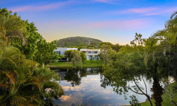 NOOSA LIVING:  BUT  WITHOUT THE PRICE TAG