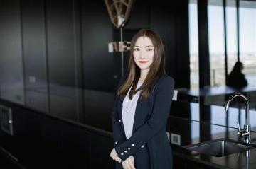 Lily (Yinzhi) Hong