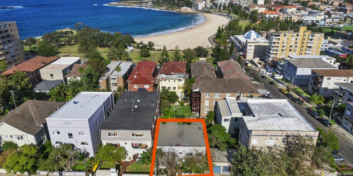 Block of 4 Apartments 200m to the Beach!