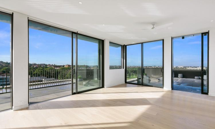 Penthouse Apartment with Sweeping 180° Views