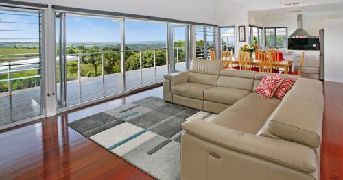 Prestigious, Executive Home with Uninterrupted Hinterland Views