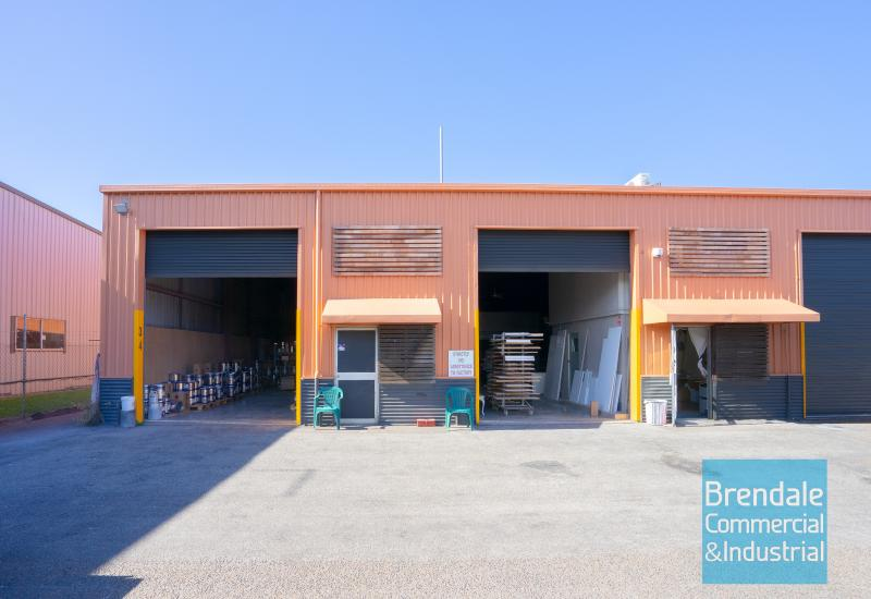 318m2 INDUSTRIAL UNIT WITH OFFICE