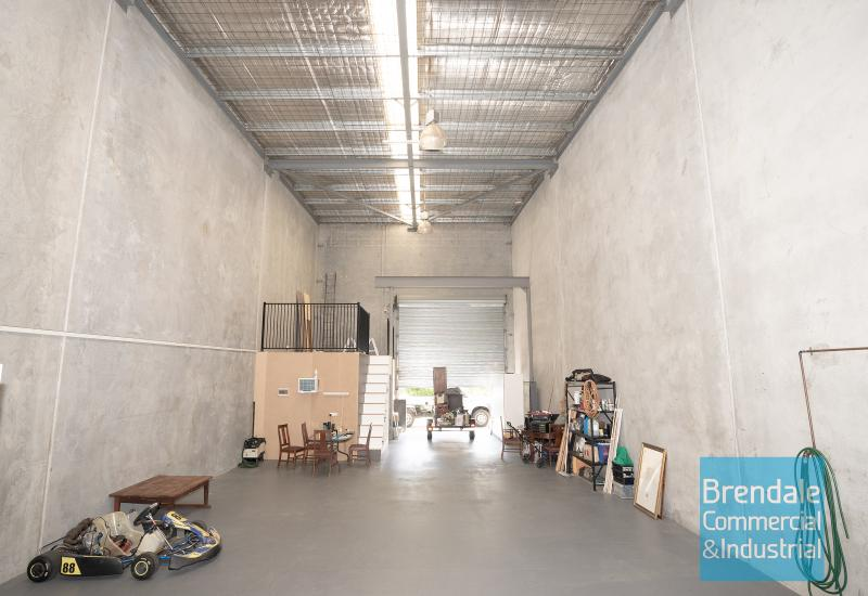 176m2 INDUSTRIAL UNIT WITH OFFICE