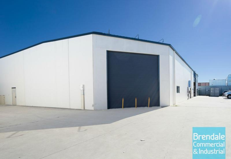 497m2 INDUSTRIAL UNIT WITH OFFICE