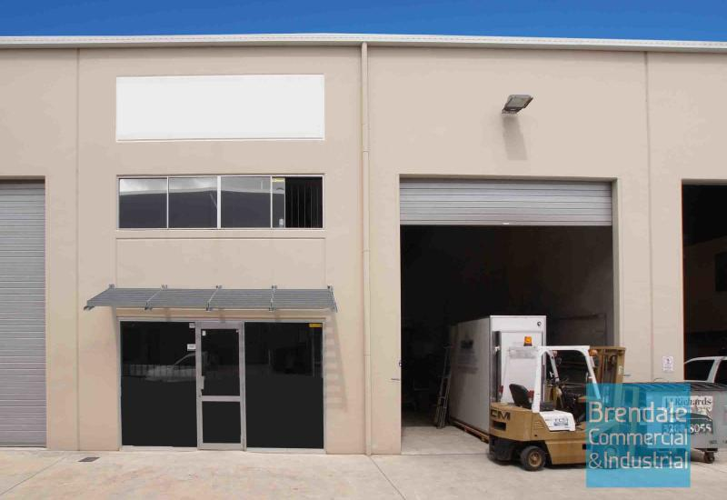 295m2 INDUSTRIAL UNIT WITH OFFICE