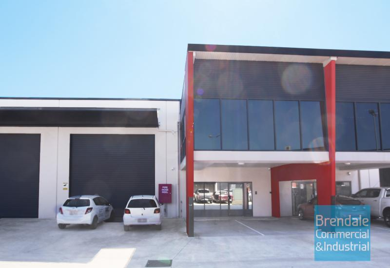 324m2 INDUSTRIAL UNIT WITH OFFICE