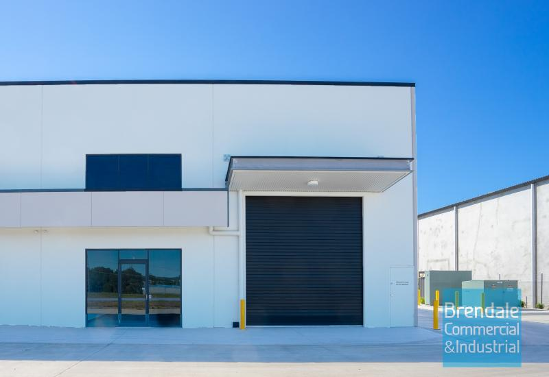 280m2 INDUSTRIAL UNIT WITH OFFICE