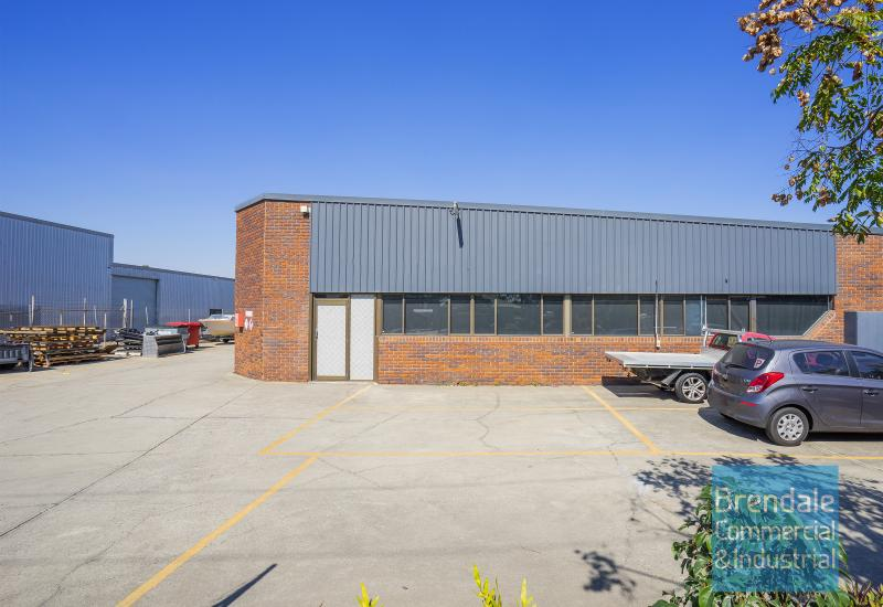 340m2 INDUSTRIAL UNIT WITH OFFICE