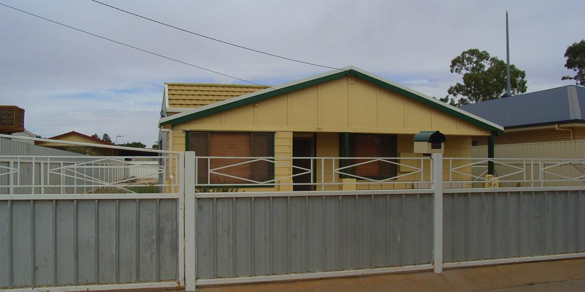 3 Bedroom with easy care yard