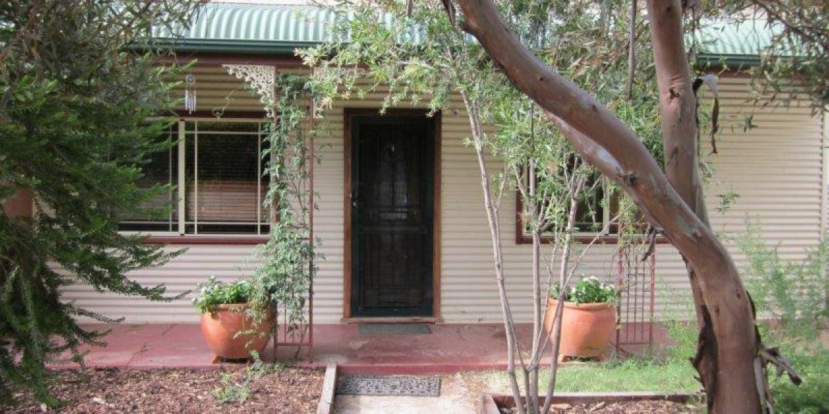 Very neat 3 bedroom home with study