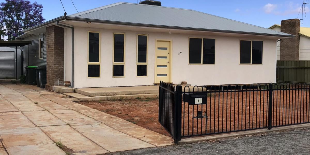 Modern large 3 bedroom home in quiet south location