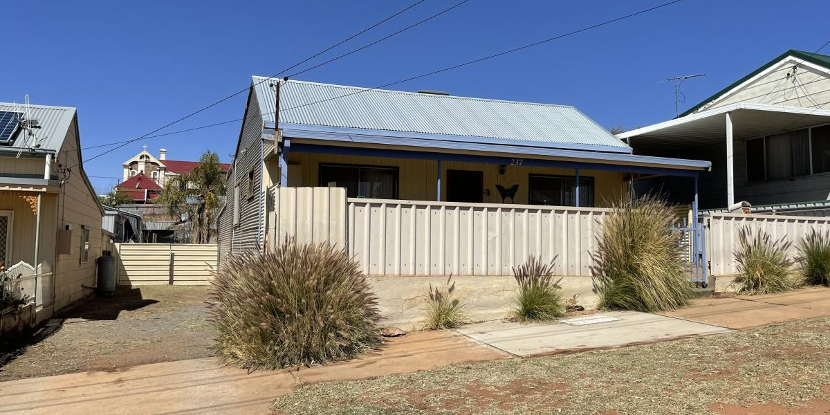 4 BEDROOMS + BIG SHED + CENTRAL LOCATION