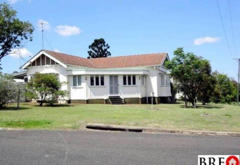2 BR home with sun room - Walk to Wondai Shops.