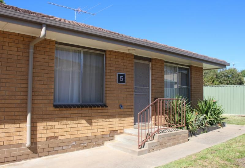 One Bedroom Unit close to town