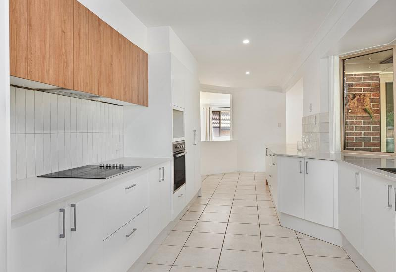 Family friendly on 923m2 block and ready to go!!