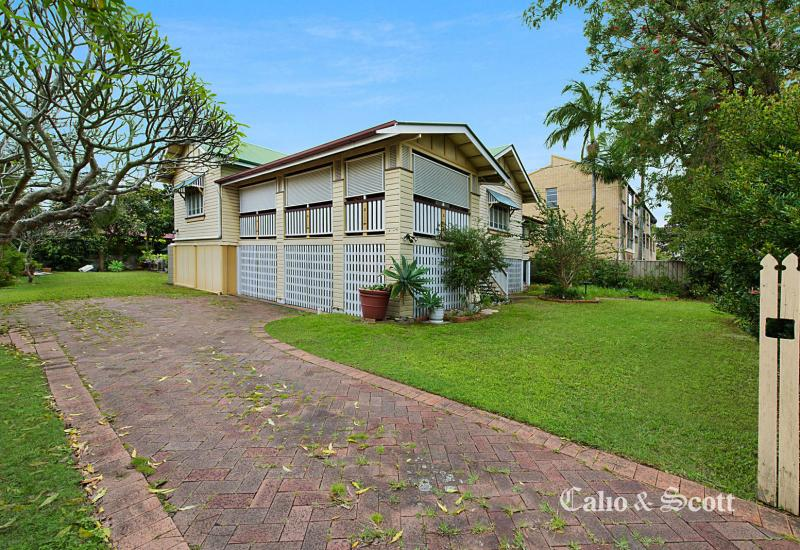 CAPTIVATING QUEENSLANDER ON 1019m2
