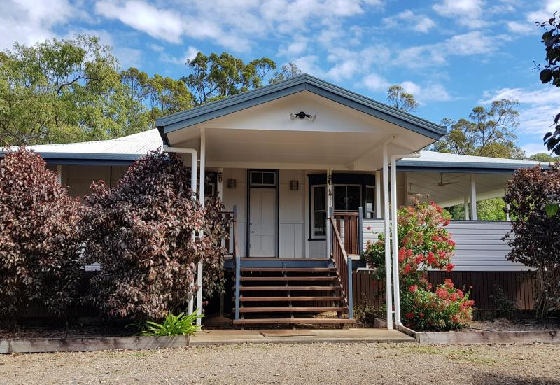 Beautiful 3 bedroom Queenslander on an acre of land