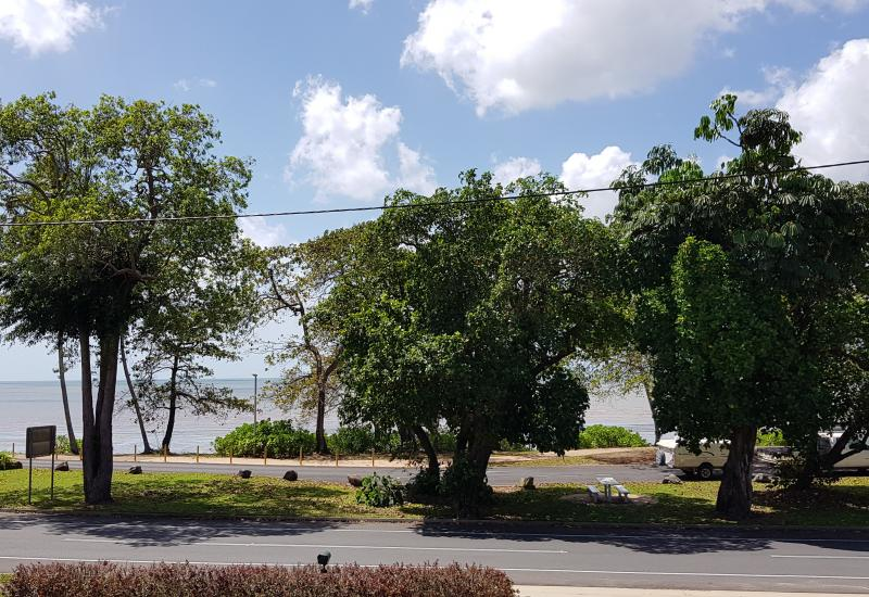 Location! Location! Sea & island views - 3 bedroom beach house on two blocks with two titles