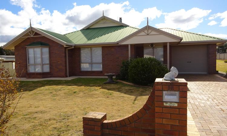 4 Bedroom Brick Home on 1,000m2