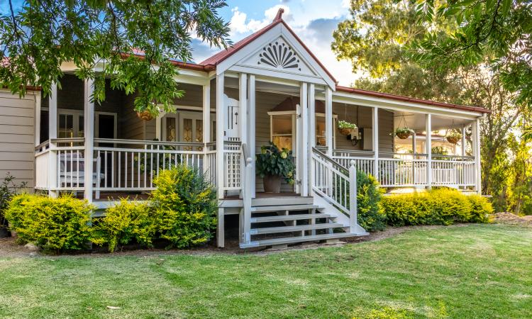 Absolutely Stunning Queenslander on 5 Acres