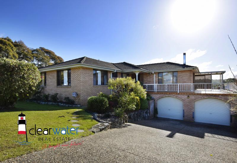 Large Family Home @ Dalmeny With Lake Views