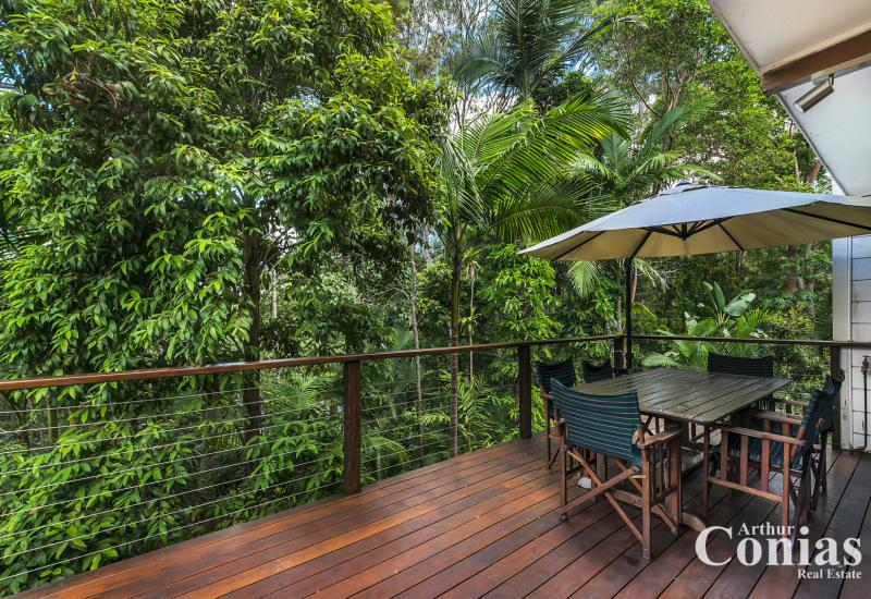 Private Family Retreat with Rainforest Backdrop