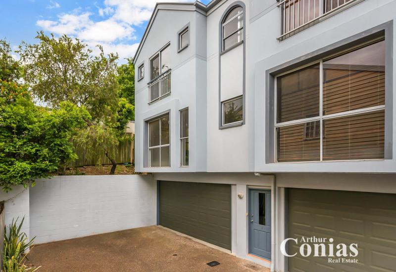 Sophisticated Living in Convenient Location!