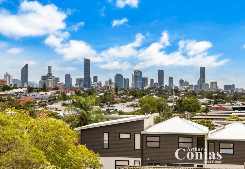 Elevated & Elegant Queenslander with City Views!