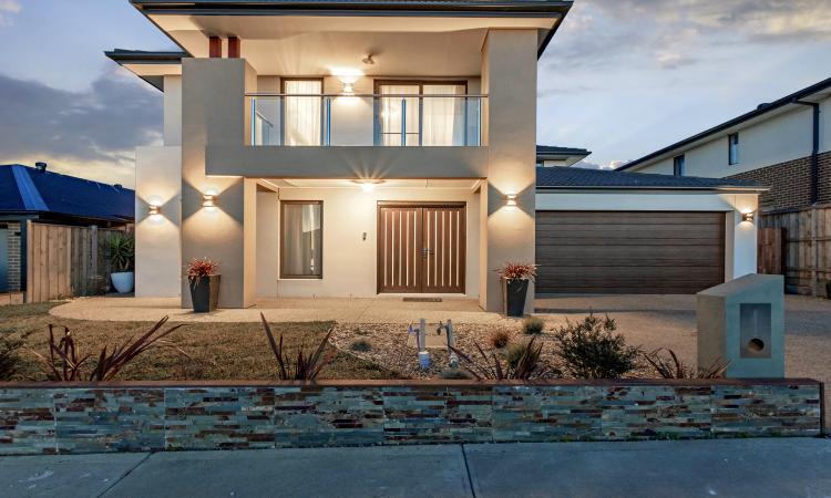 Luxurious Stylish Large Modern Family Home