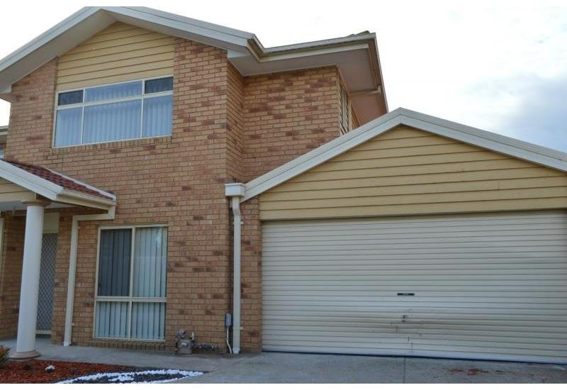 IMMACULATE 3 BEDROOM TOWNHOUSE IN FANTASTIC DANDENONG LOCATION