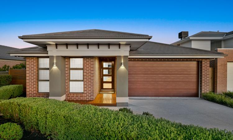 Simonds Ex-Display Home - Luxurious Stylish Modern Family Home - Indoor/Outdoor Entertainer